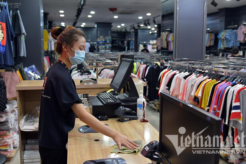 Sáng đèn dọn dẹp xuyên đêm, thời trang Hà thành đón ngày mới hiếm có-6