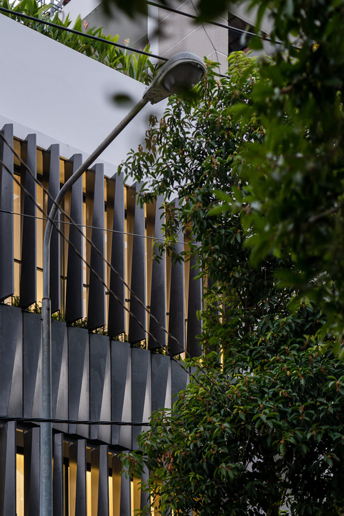 Mê mẩn nhà phố 2,3 tỷ có cầu thang uốn lượn như dải lụa, góc nào cũng giống triển lãm nghệ thuật-1