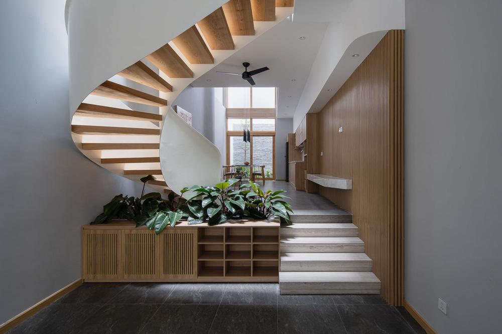 Mê mẩn nhà phố 2,3 tỷ có cầu thang uốn lượn như dải lụa, góc nào cũng giống triển lãm nghệ thuật-3