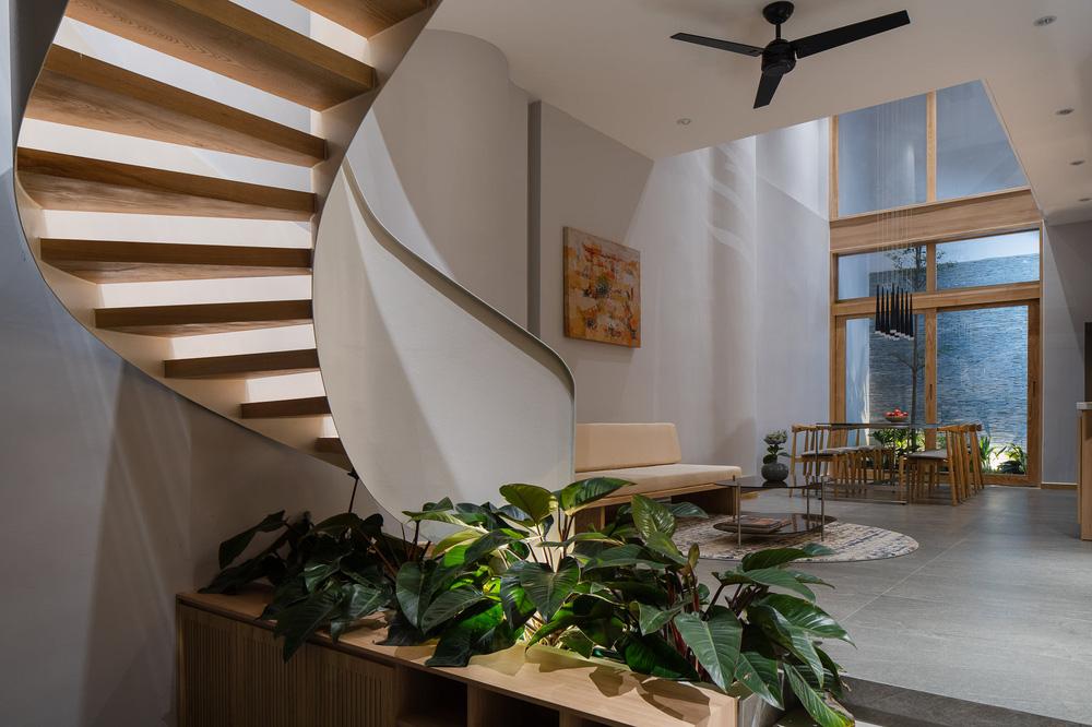 Mê mẩn nhà phố 2,3 tỷ có cầu thang uốn lượn như dải lụa, góc nào cũng giống triển lãm nghệ thuật-4