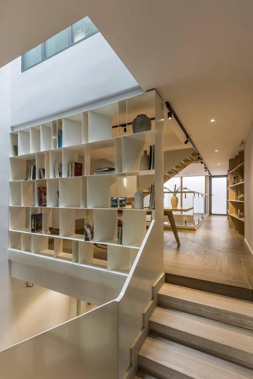 Mê mẩn nhà phố 2,3 tỷ có cầu thang uốn lượn như dải lụa, góc nào cũng giống triển lãm nghệ thuật-11