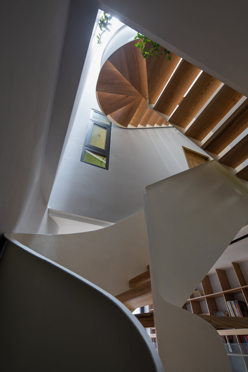 Mê mẩn nhà phố 2,3 tỷ có cầu thang uốn lượn như dải lụa, góc nào cũng giống triển lãm nghệ thuật-5