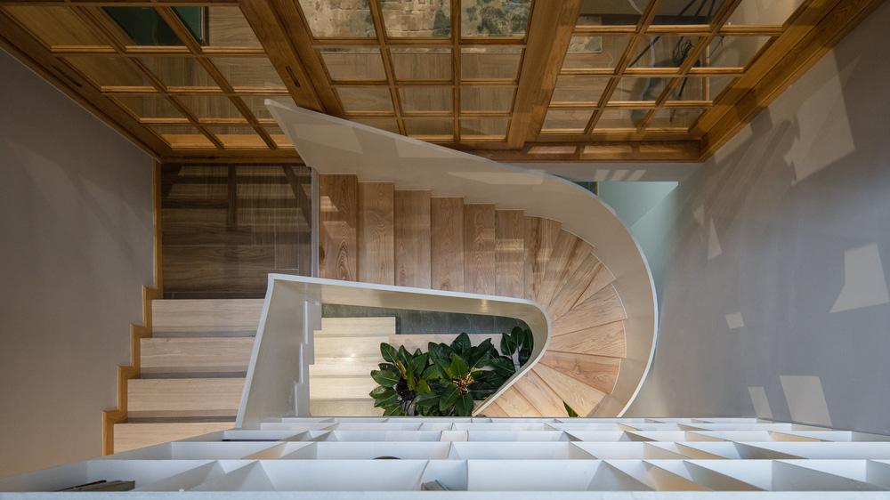 Mê mẩn nhà phố 2,3 tỷ có cầu thang uốn lượn như dải lụa, góc nào cũng giống triển lãm nghệ thuật-6