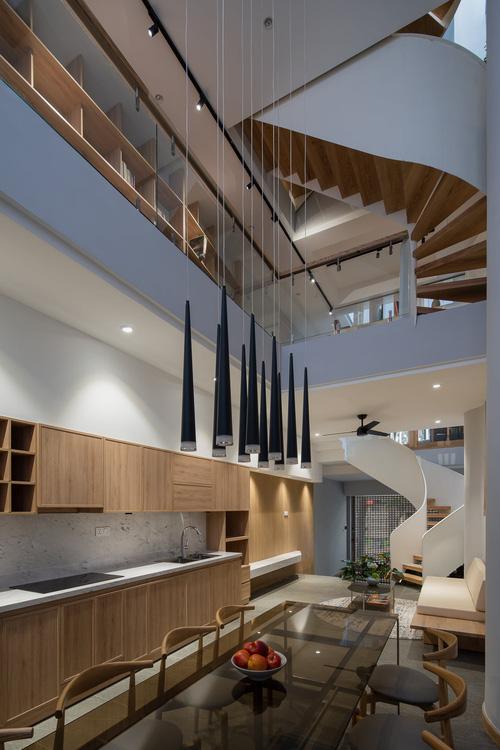 Mê mẩn nhà phố 2,3 tỷ có cầu thang uốn lượn như dải lụa, góc nào cũng giống triển lãm nghệ thuật-7