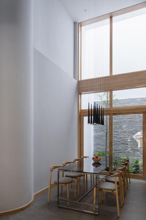 Mê mẩn nhà phố 2,3 tỷ có cầu thang uốn lượn như dải lụa, góc nào cũng giống triển lãm nghệ thuật-8