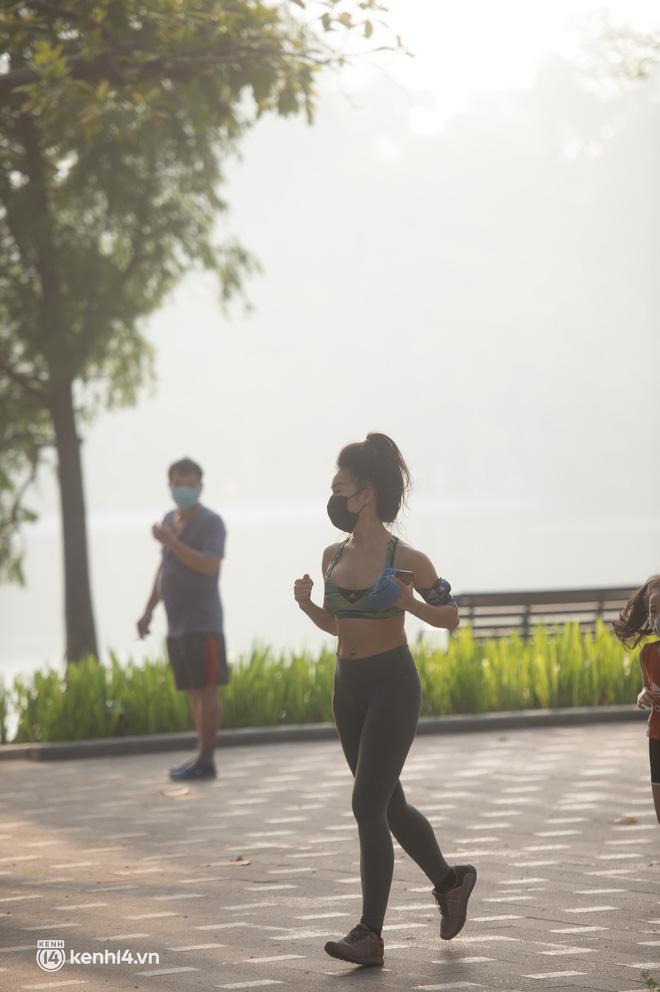 Hồ Gươm ngày trở lại: Trường đua xe đạp rộn ràng, người tập thể dục hân hoan còn giới trẻ í ới nhau chiều lượn một vòng nhé!-10