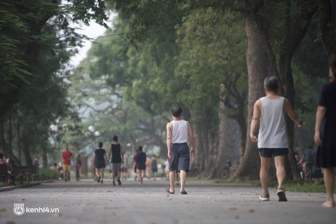 Hồ Gươm ngày trở lại: Trường đua xe đạp rộn ràng, người tập thể dục hân hoan còn giới trẻ í ới nhau chiều lượn một vòng nhé!-2