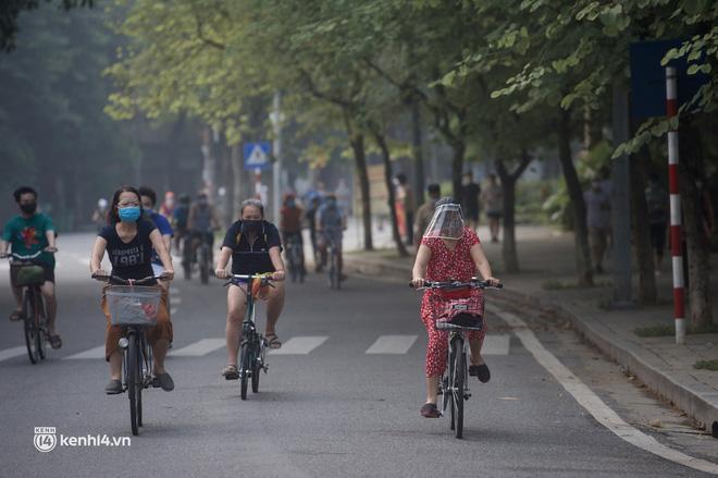 Hồ Gươm ngày trở lại: Trường đua xe đạp rộn ràng, người tập thể dục hân hoan còn giới trẻ í ới nhau chiều lượn một vòng nhé!-3