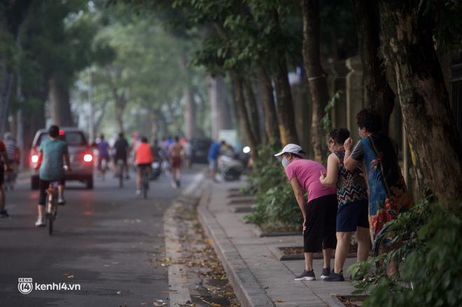 Hồ Gươm ngày trở lại: Trường đua xe đạp rộn ràng, người tập thể dục hân hoan còn giới trẻ í ới nhau chiều lượn một vòng nhé!-4