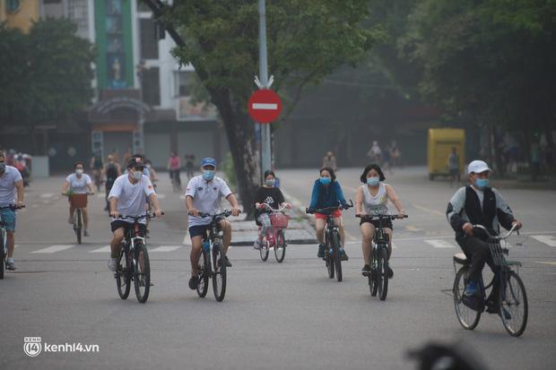 Hồ Gươm ngày trở lại: Trường đua xe đạp rộn ràng, người tập thể dục hân hoan còn giới trẻ í ới nhau chiều lượn một vòng nhé!-6