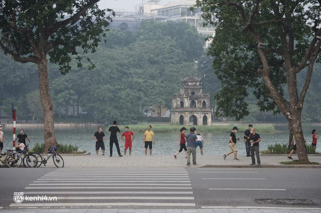 Hồ Gươm ngày trở lại: Trường đua xe đạp rộn ràng, người tập thể dục hân hoan còn giới trẻ í ới nhau chiều lượn một vòng nhé!-11