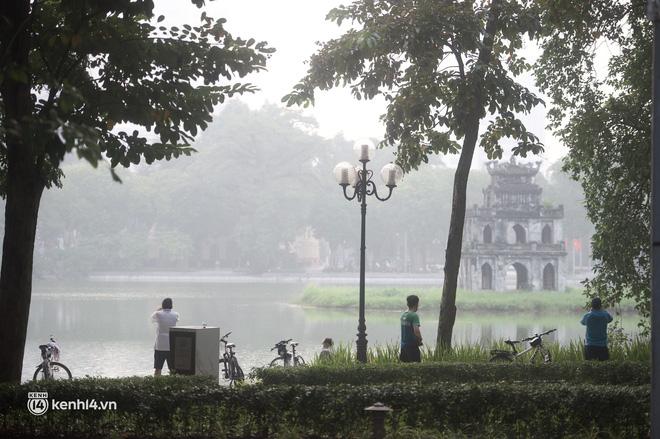 Hồ Gươm ngày trở lại: Trường đua xe đạp rộn ràng, người tập thể dục hân hoan còn giới trẻ í ới nhau chiều lượn một vòng nhé!-13