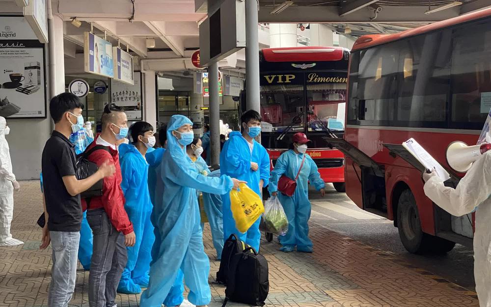 Phát hiện 4 ca dương tính trên chuyến bay đón công dân từ TP HCM về Bắc Giang-1