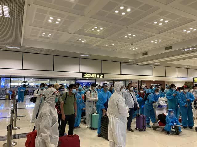 Phát hiện 4 ca dương tính trên chuyến bay đón công dân từ TP HCM về Bắc Giang-2