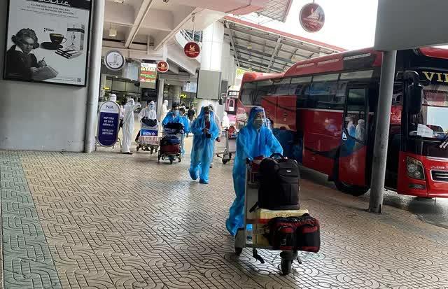 Phát hiện 4 ca dương tính trên chuyến bay đón công dân từ TP HCM về Bắc Giang-3