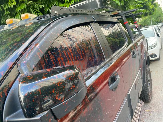 Hà Nội: Hàng loạt xe ô tô bị tạt sơn đỏ trong Khu đô thị Trung Văn-4
