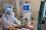 'Khâm liệm bệnh nhân COVID-19 xong, y bác sĩ nhìn sang nhau ai cũng khóc'
