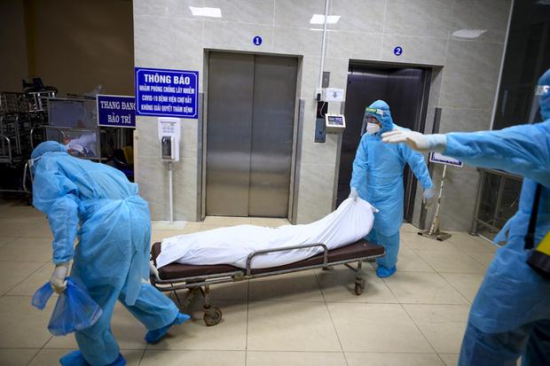 Bệnh nhân COVID-19 không may qua đời, thi thể được xử lý thế nào?-1