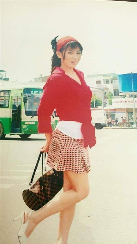 Loạt ảnh thời trẻ của Phi Nhung được chia sẻ: Nhan sắc lai xinh đẹp đến nao lòng, xứng danh giai nhân làng nhạc Việt-2