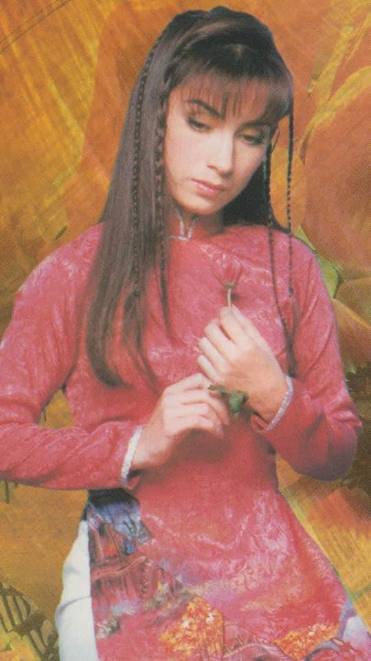 Loạt ảnh thời trẻ của Phi Nhung được chia sẻ: Nhan sắc lai xinh đẹp đến nao lòng, xứng danh giai nhân làng nhạc Việt-4