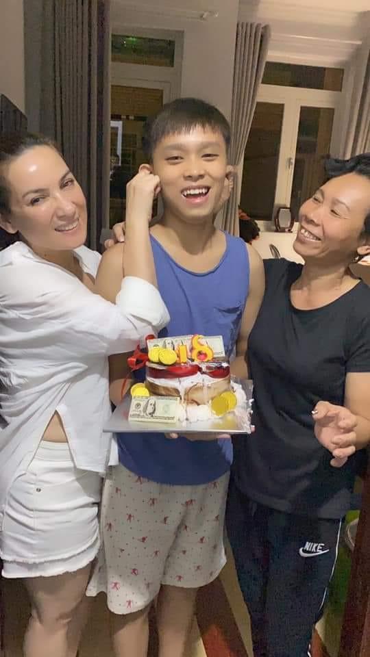Hồ Văn Cường bị tấn công dữ dội vì mẹ nuôi Phi Nhung qua đời mà không viết lời chia buồn?-3