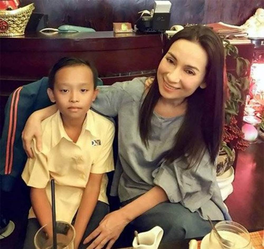 Hồ Văn Cường bị tấn công dữ dội vì mẹ nuôi Phi Nhung qua đời mà không viết lời chia buồn?-2