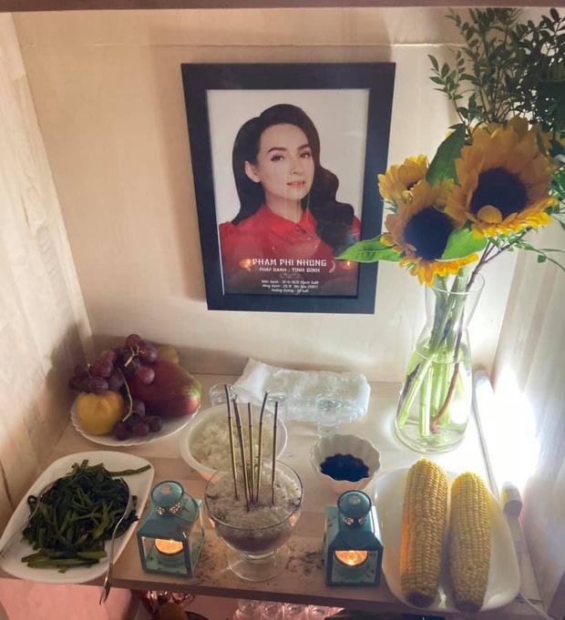 Em trai ruột cố ca sĩ Phi Nhung lập bàn thờ, đội tang chị ở Mỹ, lời tiễn biệt gây xúc động-1