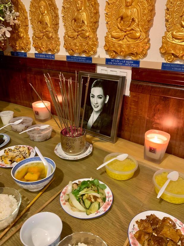Lễ cầu siêu cho Phi Nhung tại Mỹ: Con gái suy sụp trước di ảnh mẹ, Trizzie Phương Trinh, Hồng Đào có mặt chia buồn-3