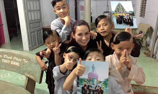 23 người con của Phi Nhung gồm những ai và sống thế nào trước khi mẹ nuôi qua đời?-11