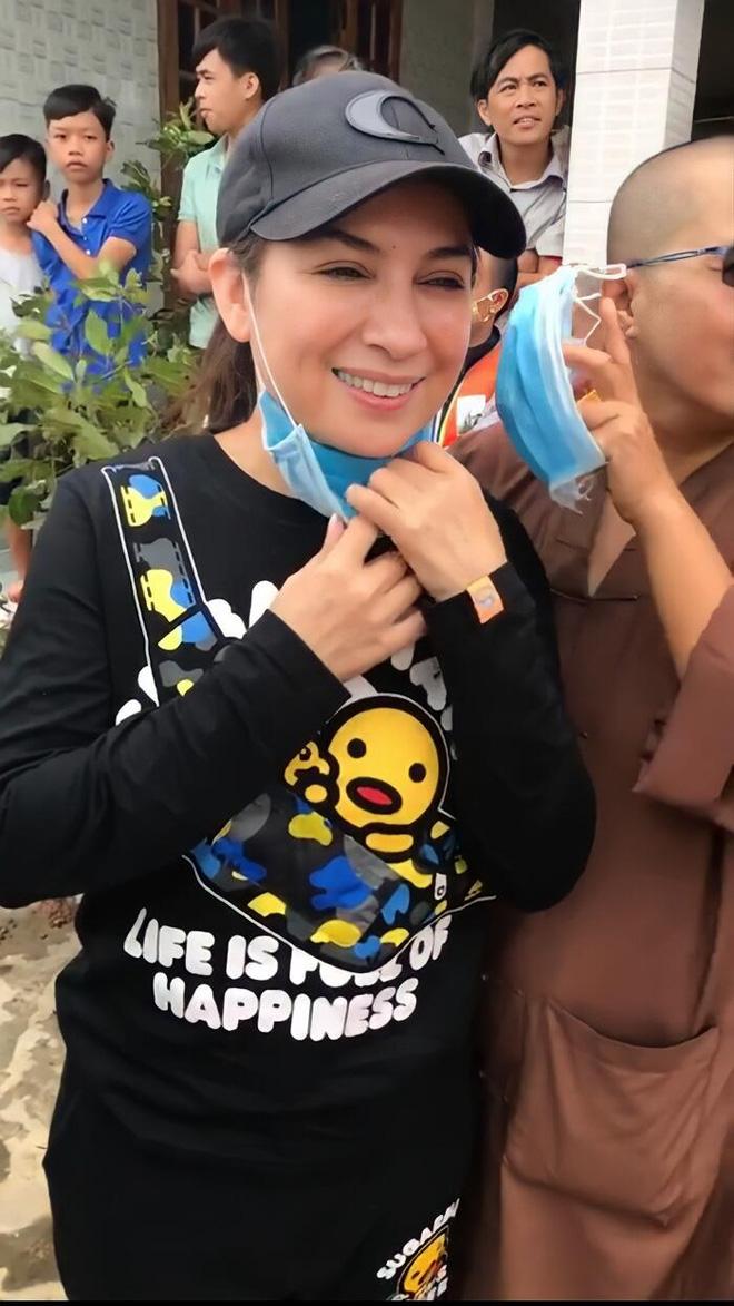 Lời kể từ chuyến đi từ thiện cuối cùng của ca sĩ Phi Nhung: Hôm nay đi bữa cuối rồi bay về Mỹ… ai ngờ đâu-9