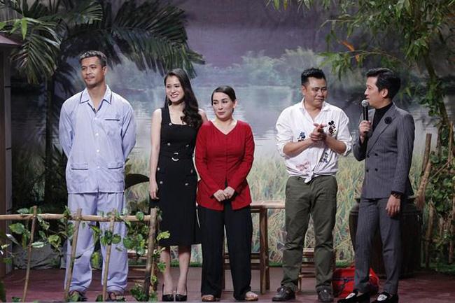 Phi Nhung từng tiết lộ Hoài Linh có tình ý và điều gì khiến nam danh hài vội chạy lên sân khấu để ngăn cản-1