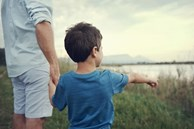 Mẹ 'đứng hình' nghe con trai huyên thuyên về tai nạn 'kiếp trước', dân mạng đồng cảm rồi góp vui bằng vài câu chuyện rùng mình