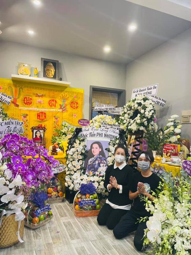 Lễ viếng ca sĩ Phi Nhung ngày 2/10: Nhật Kim Anh đến từ sớm, Hồ Văn Cường lộ rõ tiều tuỵ sau 4 ngày mẹ nuôi qua đời-3