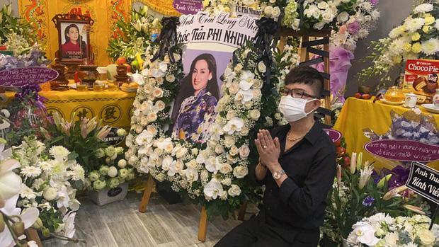 Lễ viếng ca sĩ Phi Nhung ngày 2/10: Nhật Kim Anh đến từ sớm, Hồ Văn Cường lộ rõ tiều tuỵ sau 4 ngày mẹ nuôi qua đời-4