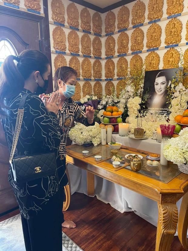 Lễ cúng thất đầu của ca sĩ Phi Nhung ở Mỹ: Con gái ruột và vợ cũ Bằng Kiều đội tang, Thanh Thảo - Thu Hoài cùng dàn sao Việt đến chia buồn-12