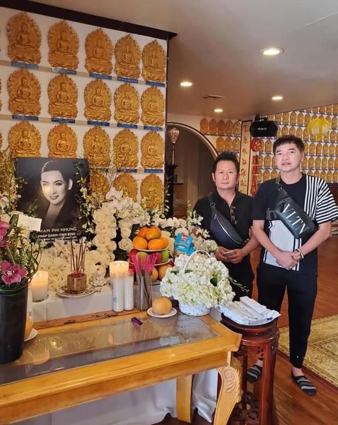 Lễ cúng thất đầu của ca sĩ Phi Nhung ở Mỹ: Con gái ruột và vợ cũ Bằng Kiều đội tang, Thanh Thảo - Thu Hoài cùng dàn sao Việt đến chia buồn-6