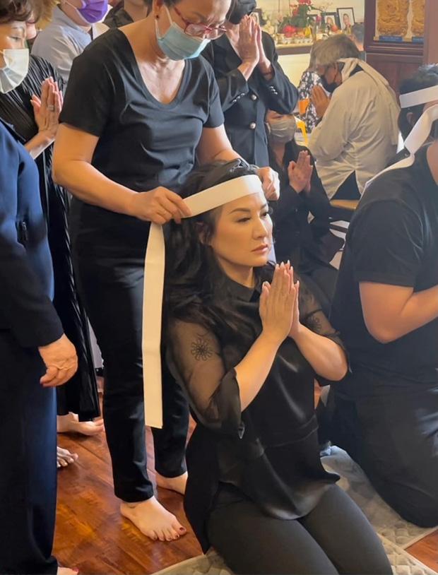 Lễ cúng thất đầu của ca sĩ Phi Nhung ở Mỹ: Con gái ruột và vợ cũ Bằng Kiều đội tang, Thanh Thảo - Thu Hoài cùng dàn sao Việt đến chia buồn-3