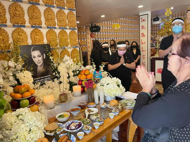 Lễ cúng thất đầu của ca sĩ Phi Nhung ở Mỹ: Con gái ruột và vợ cũ Bằng Kiều đội tang, Thanh Thảo - Thu Hoài cùng dàn sao Việt đến chia buồn-9