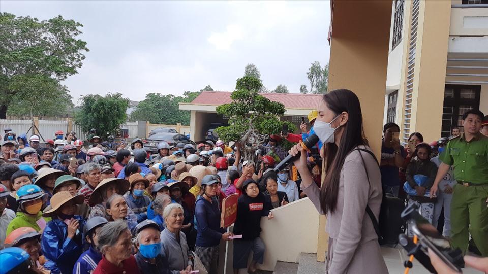 Ca sĩ Thủy Tiên từ thiện ở Quảng Trị: Không thống kê được chính xác số tiền-1