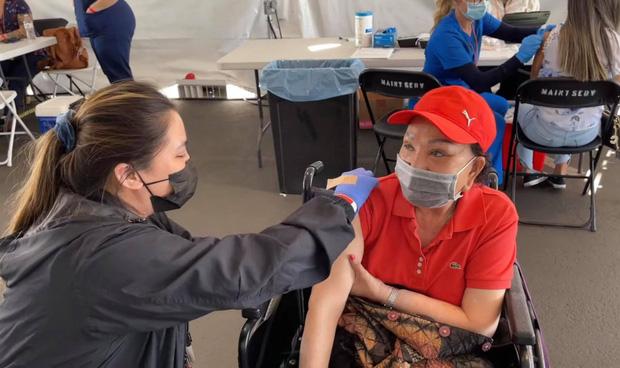 Một nữ nghệ sĩ Việt tiết lộ đã tiêm tới 4 mũi vaccine vì... không nhớ-2