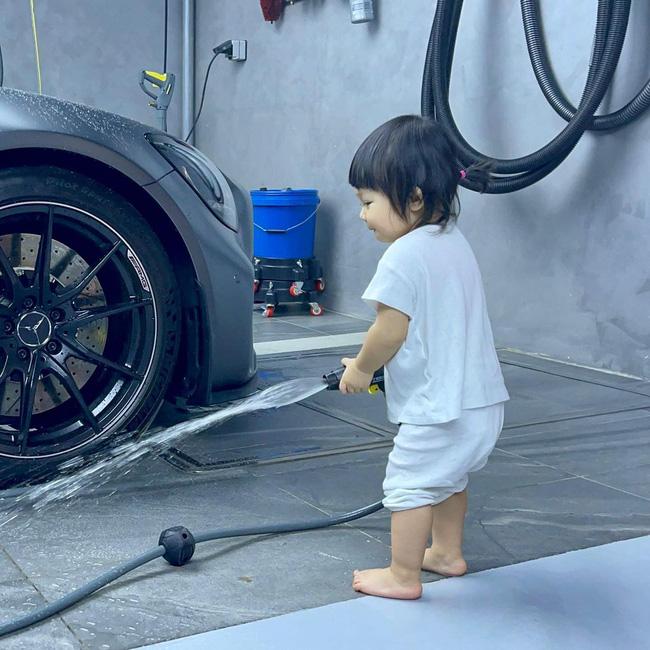 Rich kid Suchin nhà Cường Đô La mới hơn 1 tuổi nhưng đã biết kiếm tiền bằng cách này đây-1