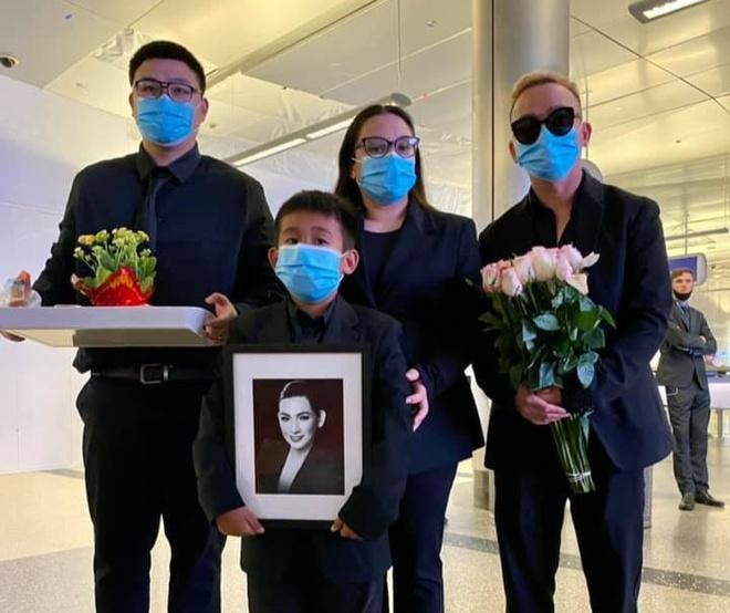 Gia đình nhận tro cốt của Phi Nhung-1
