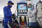 Giá xăng tăng, lên sát 23.000 đồng/lít-1