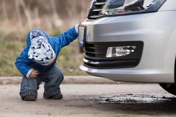 Lùi xe cán chết con trai 2 tuổi, ông bố đòi công ty bảo hiểm bồi thường gần 5 tỷ, phán quyết của Toà án khiến dân tình không bình tĩnh nổi-1