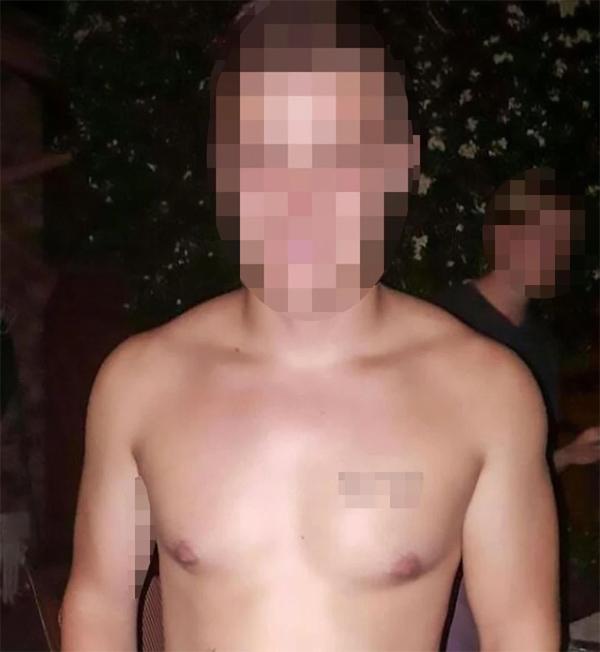 Con gái ở nhà 1 mình, bố mẹ về nhà chết lặng khi phát hiện thanh niên khỏa thân trong nhà vệ sinh-3