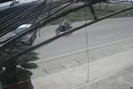 Ôtô lật ngửa khi tông dải phân cách trên cao tốc-1