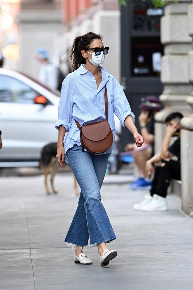 Katie Holmes đúng là nghiện quần jeans, cô có loạt cách mix chuẩn sành điệu cho nàng 30+-3