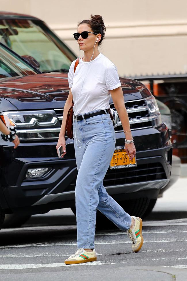 Katie Holmes đúng là nghiện quần jeans, cô có loạt cách mix chuẩn sành điệu cho nàng 30+-9