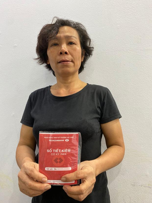 Xôn xao sổ tiết kiệm mẹ Hồ Văn Cường cầm là mẫu mới nhất, không phải sổ cũ lập từ đầu như lời quản lý NS Phi Nhung nói-2
