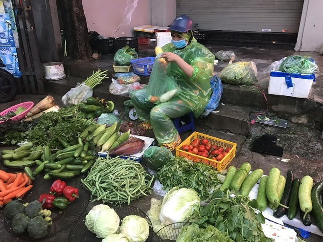 Giá rau xanh tăng mạnh, người mua sững sờ-1